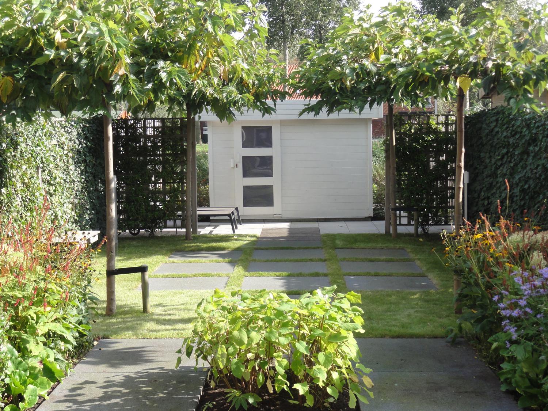 moderne tuin de groenbegeleider. Black Bedroom Furniture Sets. Home Design Ideas